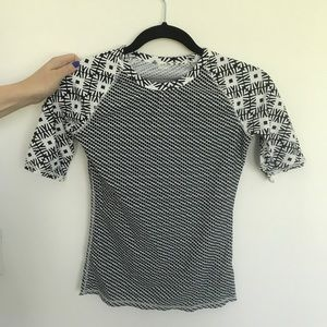 OLD NAVY RASH GUARD - BLACK AND WHITE PATTERNED